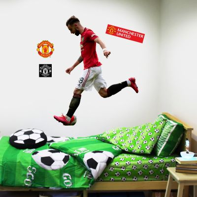Manchester United F.C. - Bruno Fernandes Playing Player Decal + Bonus Wall Sticker Set